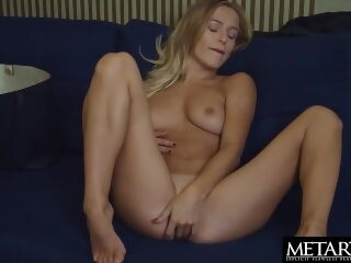 Watch Blonde with big natural tits wants you to watch her masturbatingon largeporntube.asia